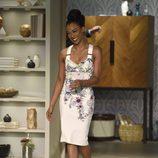 Sonequa Martin-Green con vestido blanco floral