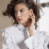 Blusa blanca con volantes de la colección otoño/invierno 2017 de Trucco