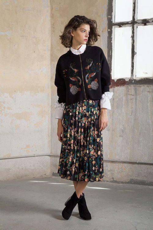 Bomber negra y falda midi de la colección otoño/invierno 2017 de Trucco