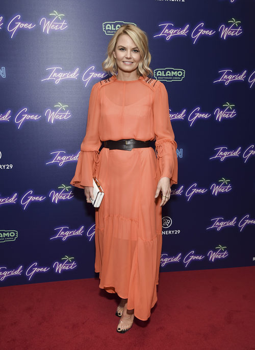 Jennifer Morrison con vestido de gasa naranja