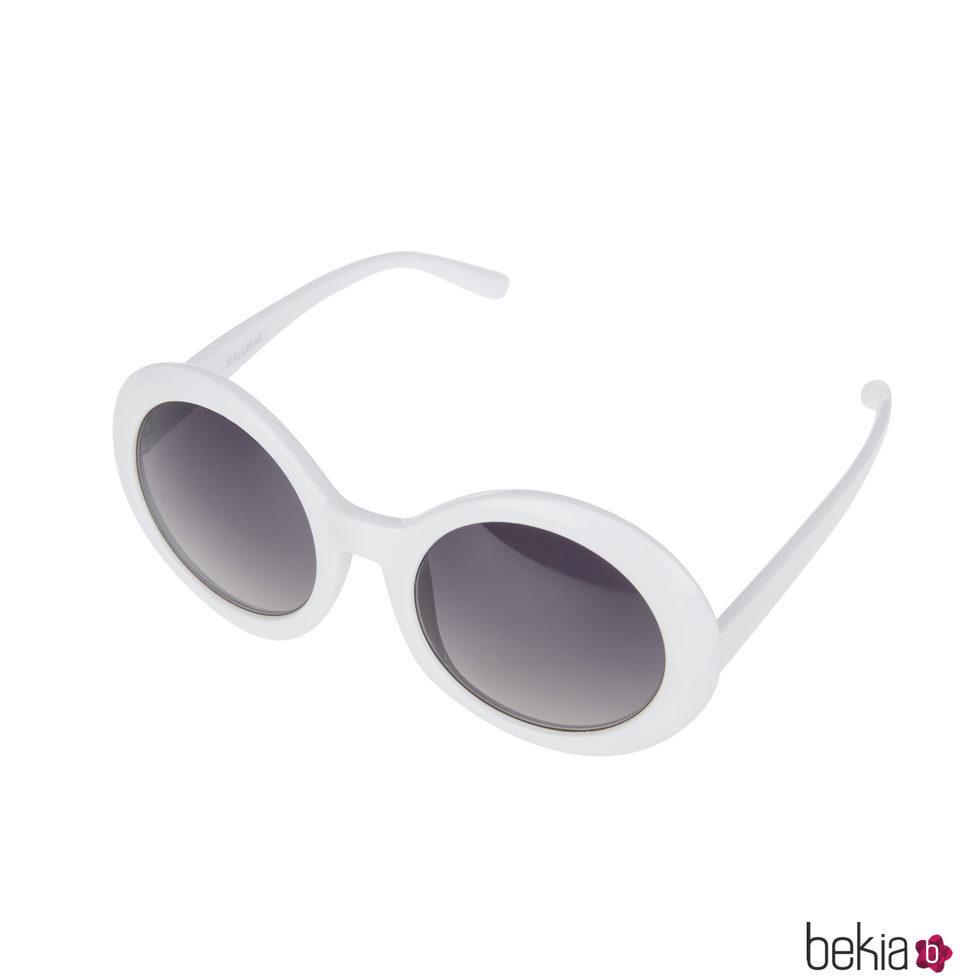 Gafas de sol con montura blanca de la colección de Pull&Bear ...