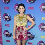 Lucy Hale con vestido bicolor estampado de terciopelo