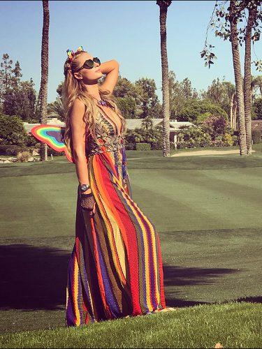 Paris Hilton con un look étnico en el Festival de Coachella