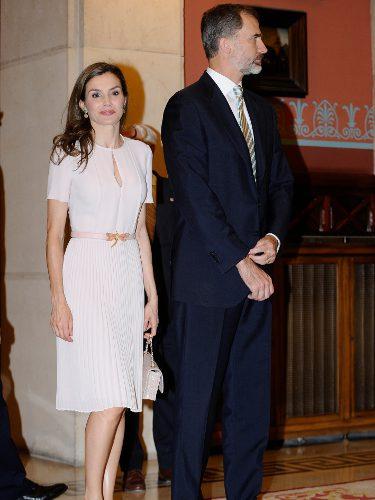 La Reina Letizia con un vestido de Hugo Boss en la Real Academia Española