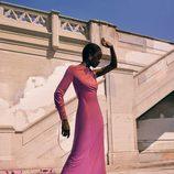 Vestido rosa y botas rojas de la colección prefall de Zara