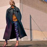 Abrigo largo y pantalones estampados de la colección prefall de Zara