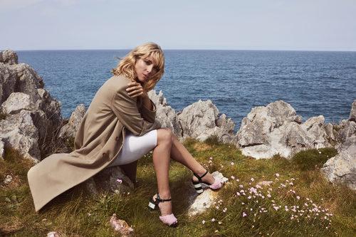 Elsa Pataky luciendo unas sandalias de la colección otoño/invierno 2017/2018 de Gioseppo