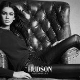 Kaia Gerber toda de negro para la colección otoño 2017 de Hudson Los Angeles