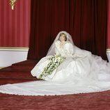 Lady Di con su vestido de novia