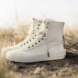 Modelo de sneakers de la primera colección de The Weeknd para Puma