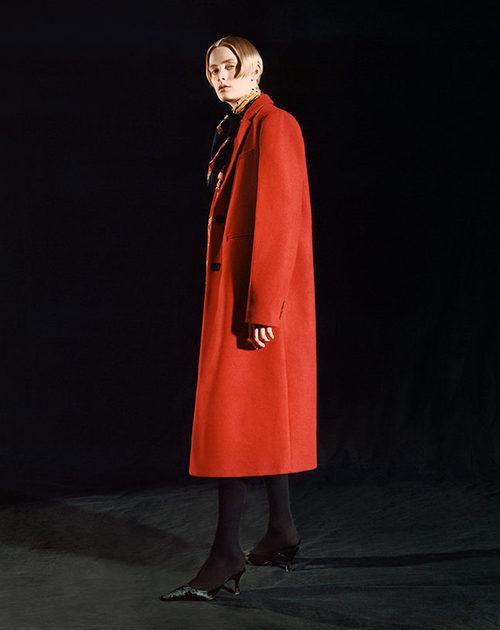 Abrigo de paño rojo de Sfera otoño/invierno 2017/2018
