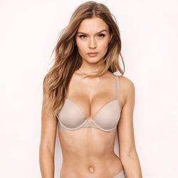 Josephine Skriver luciendo uno de los modelos de la colección 'Sexy Illusions 2017' de Victoria's Secret