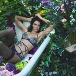 Kendall Jenner con un conjunto azul de la colección otoño/invierno 2017/2018 de La Perla