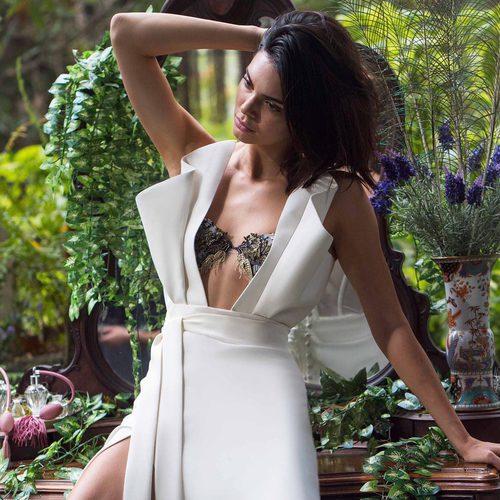 Kendall Jenner con un sujetador negro de la colección otoño/invierno 2017/2018 de La Perla