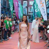 Paula Echevarría con un vestido brocado en el estreno de 'Velvet Colección' en el FesTVal 2017