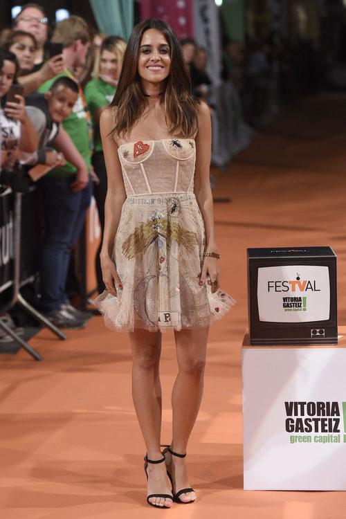 Macarena García vestida de Dior en el estreno de 'El Ministerio del tiempo' en el FesTVal 2017