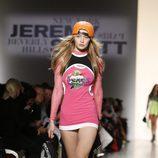 Mini vestido rosa de manga larga de Jeremy Scott de la colección primavera/verano 2018 para Nueva York Fashion Week