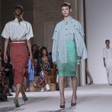 Faldas lápiz y camisas de Victoria Beckham primavera/verano 2018 en la New York Fashion Week