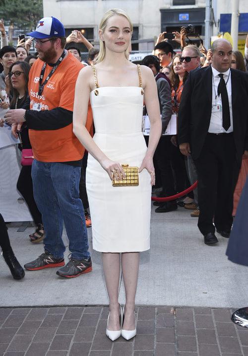 Emma Stone con un vestido blanco de Tom Ford en el Festival de Cine de Toronto