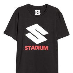 Camiseta negra con letras de la coleccion de H&M con Justin Bieber