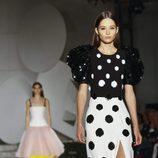 Vestido de lunares de Carolina Herrera primavera/verano 2018 en la New York Fashion Week