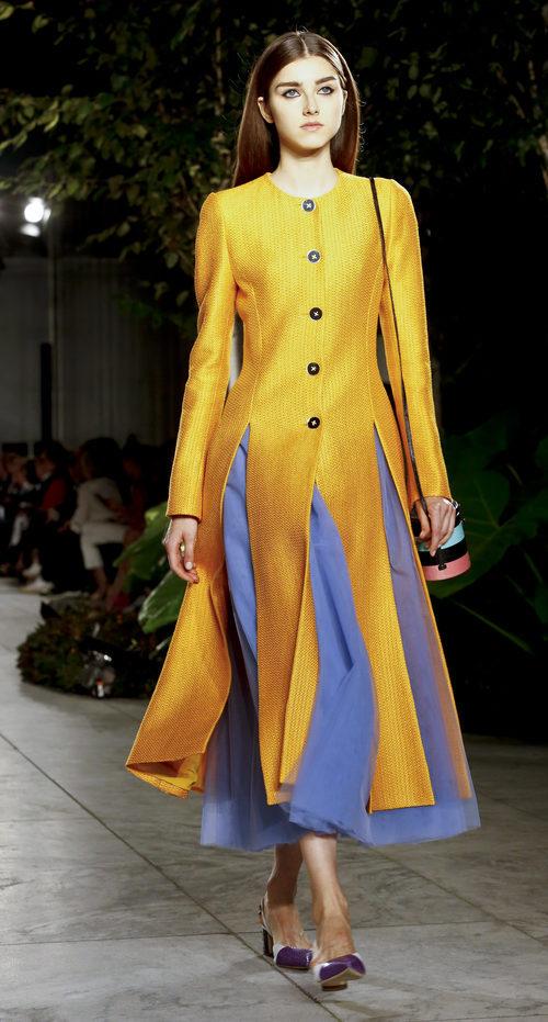 Vestido abotonado de Carolina Herrera primavera/verano 2018 en la New York Fashion Week