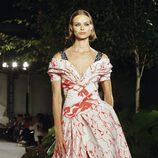 Vestido de flores de Carolina Herrera primavera/verano 2018 en la New York Fashion Week