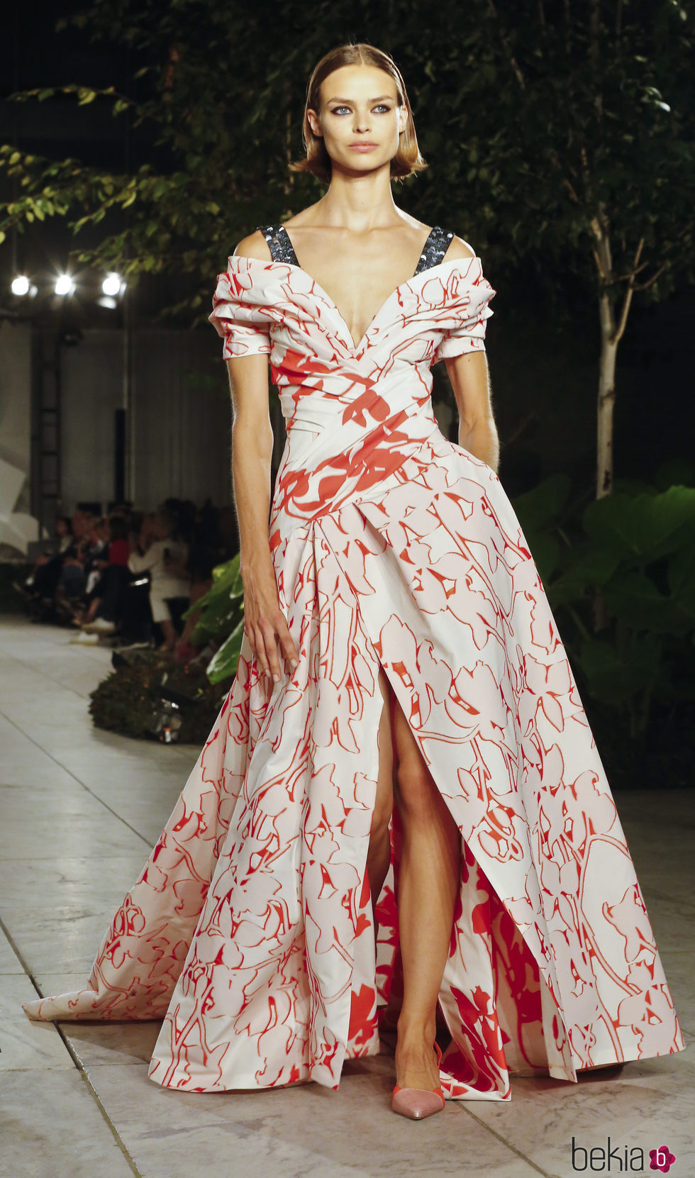 1b1c4dcf74587 Anterior Vestido de flores de Carolina Herrera primavera verano 2018 en la New  York Fashion Week