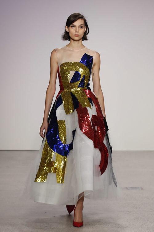 Vestido de tul de colores de Oscar de la Renta primavera/verano 2018 para la Nueva York Fashion Week