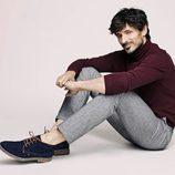 Andrés Valencoso vuelve a protagonizar la campaña de Xti otoño/invierno 2017/2018 con zapatos azules