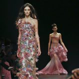 Vestido multicolor de Marchesa primavera/verano 2018 en la New York Fashion Week
