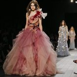 Vestido voluminoso de Marchesa primavera/verano 2018 en la New York Fashion Week