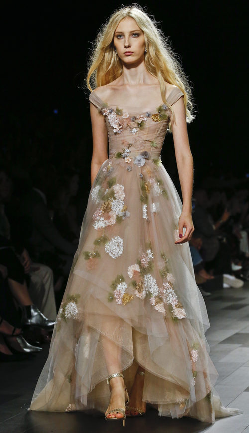 Vestido de flores de Marchesa primavera/verano 2018 en la New York Fashion Week