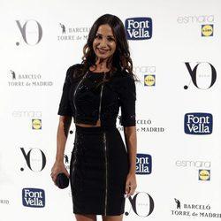 Cecilia Gómez con un total black con detalles brillantes