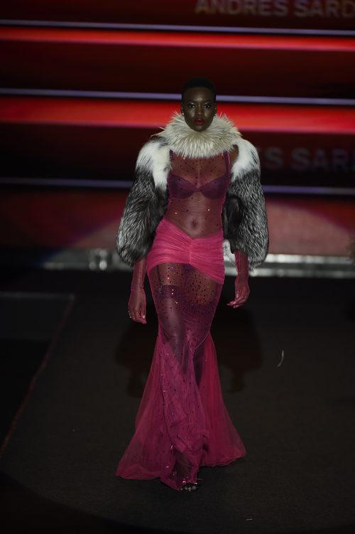 Lencería en tonos oscuros de Andrés Sardá primavera/verano 2018 en la Madrid Fashion Week