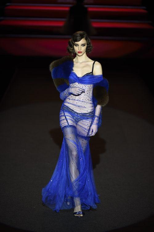 Look azul klein de Andrés Sardá primavera/verano 2018 en la Madrid Fashion Week