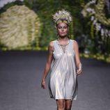 Esmeralda Moya con un vestido de lycra desfilando para Francis Montesinos en Madrid Fashion Week primavera/verano 2018