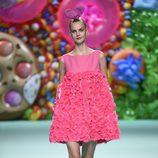 Vestido de flores rosa de Ágatha Ruíz de la Prada primavera/verano 2018 en la Madrid Fashion Week