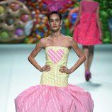 Vestido bicolor de Ágatha Ruíz de la Prada primavera/verano 2018 en la Madrid Fashion Week