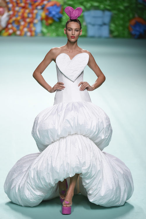 Vestido de novia de Ágatha Ruíz de la Prada primavera/verano 2018 en la Madrid Fashion Week
