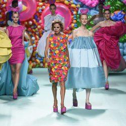 Ágatha Ruíz de la Prada en el desfile primavera/verano 2018 de su firma en la Madrid Fashion Week
