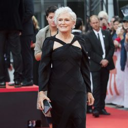 Glenn Close con un vestido Zac Posen Resort 2016 en la premiere de 'The Wife' en Toronto