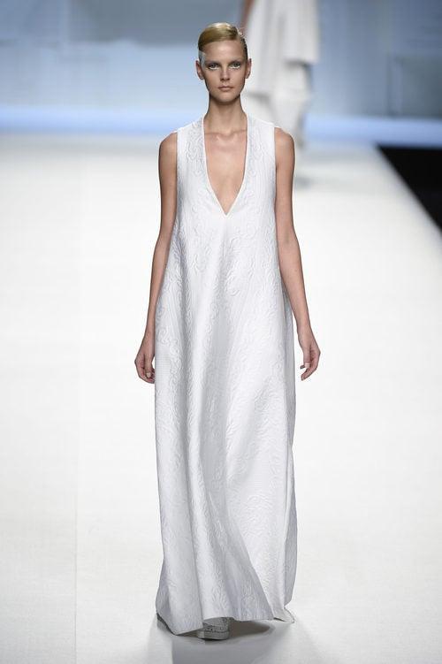 Vestido blanco largo de Devota & Lomba primavera/verano 2018 en Madrid Fashion Week