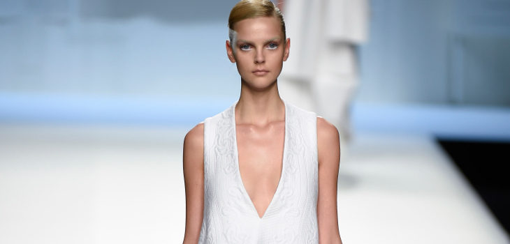 Vestido blanco largo de Devota & Lomba primavera/verano 2018 en Madrid Fashion Week