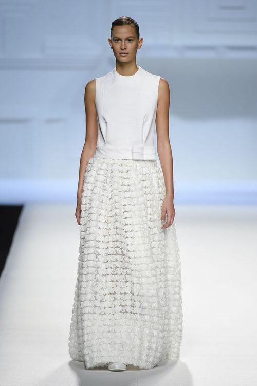 Vestido blanco de flores de Devota & Lomba primavera/verano 2018 en Madrid Fashion Week