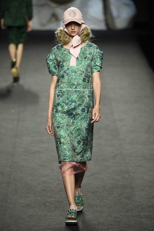 Vestido verde estampado de Ana Locking primavera/verano 2018 para Madrid Fashion Week