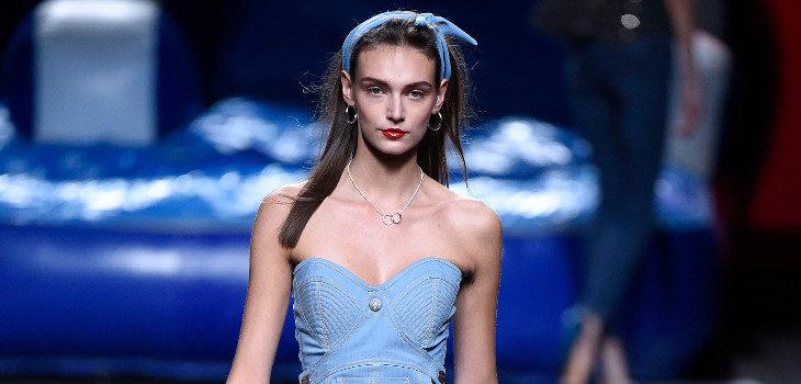Corsé y pantalón denim de Maya Hansen primavera/verano 2018 para Madrid Fashion Week