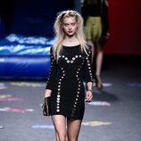 Vestido negro de Maya Hansen primavera/verano 2018 para Madrid Fashion Week