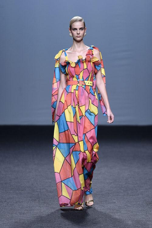 Vestido largo estampado de colores de María Escoté primavera/verano 2018 para Madrid Fashion Week