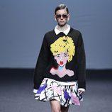 Jersey de punto y falda blanca estampada de María Escoté primavera/verano 2018 para Madrid Fashion Week